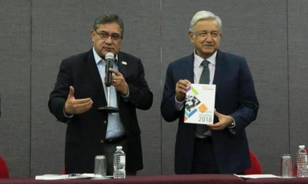 AMLO promete 67 mil bases más para maestros del SNTE