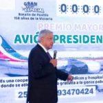 Presenta AMLO cachito para rifa de avión presidencial